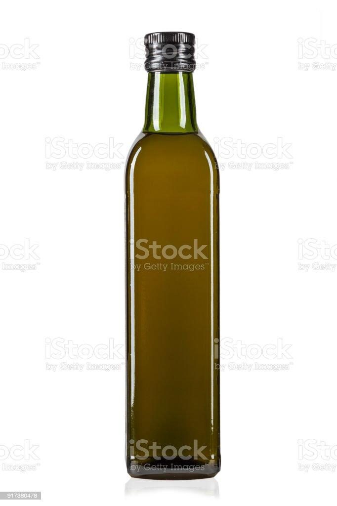 una botella de aceite de oliva aislada sobre un fondo blanco. - foto de stock