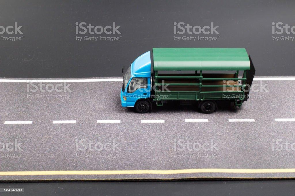 汽車模型。隔離在道路背景上圖像檔