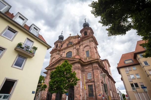 eine kirche in mannheim deutschland - mannheim uni stock-fotos und bilder