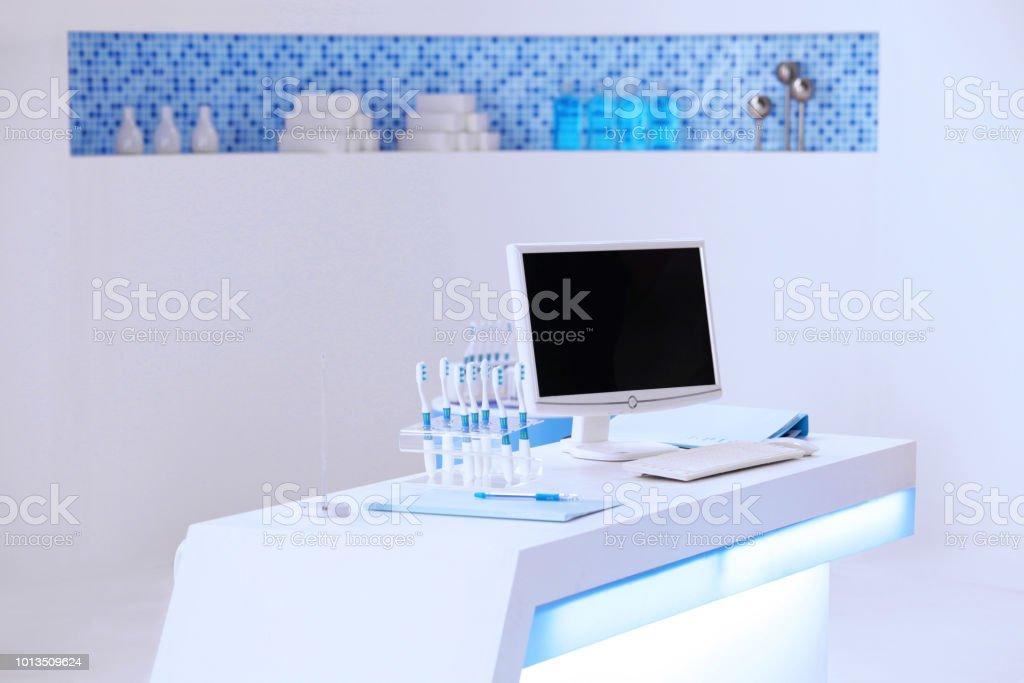 ein Computer an dem dental-Zähler – Foto