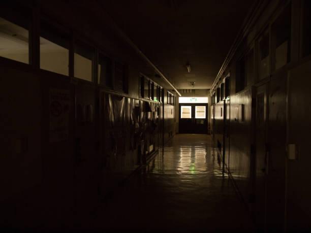 学校の廊下学校の廊下 - 小学校 ストックフォトと画像