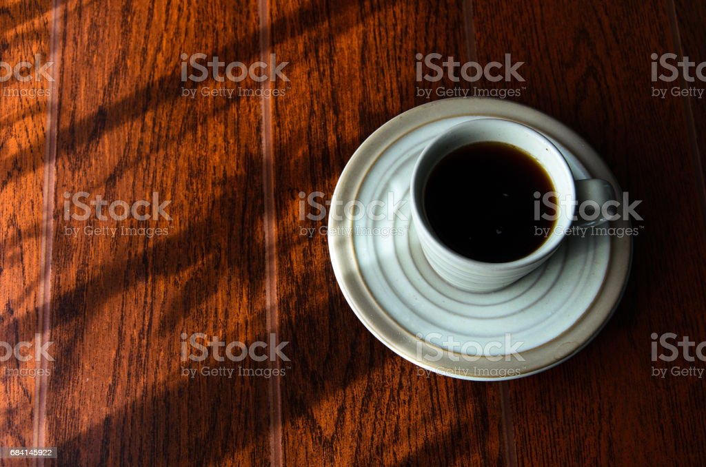 a cup of coffe in window light. foto stock royalty-free