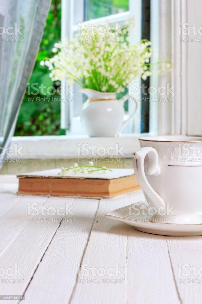 Livre Café Sur De Une Dun Thé Ou Libre Droit Tasse Photo Et MVpzLqUSG