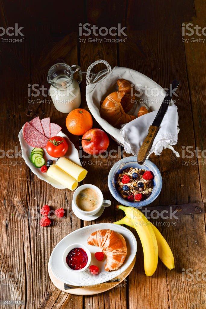 a fresh and tasty delicious croissant breakfast zbiór zdjęć royalty-free