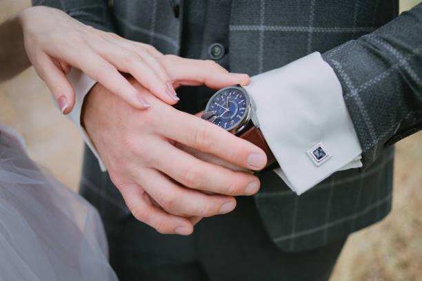 ein bräutigam in einem karierten anzug - modedetails stock-fotos und bilder