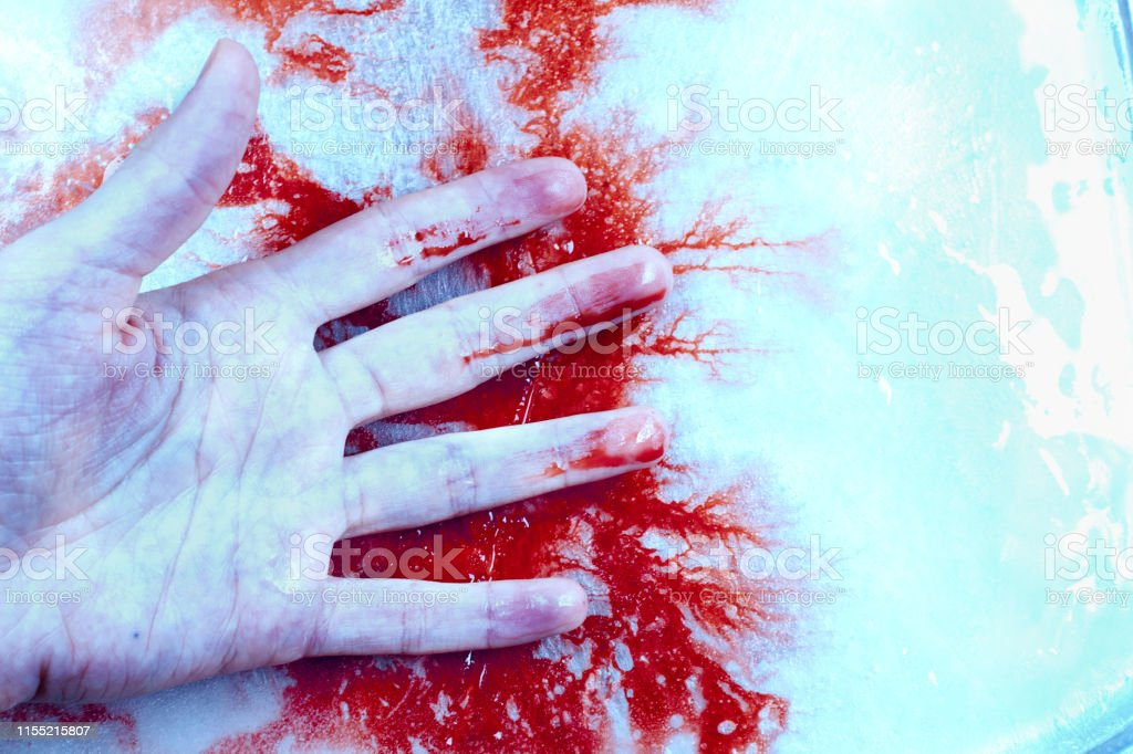+18 - O ritual de passagem - Página 2 A-hand-on-ice-ground-and-blood-spreading-on-flour-picture-id1155215807