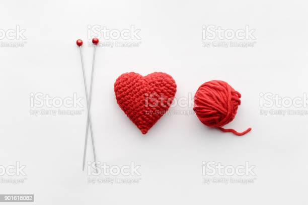 A knitted heart of red thread with an inserted knitting needle on a picture id901618082?b=1&k=6&m=901618082&s=612x612&h=8h0vyinxw4ykpu2zkwlv237sjrxgp9pspb0341fgugk=