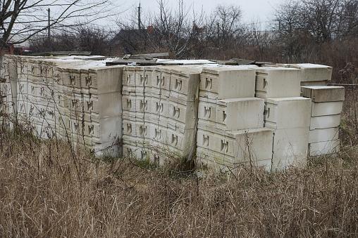 a large pile of white building bricks foam blocks
