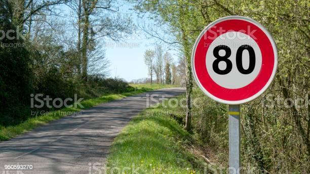 Una Velocidad Límite A 80 Kmh En Las Carreteras Francesas Foto de stock y más banco de imágenes de Aire libre