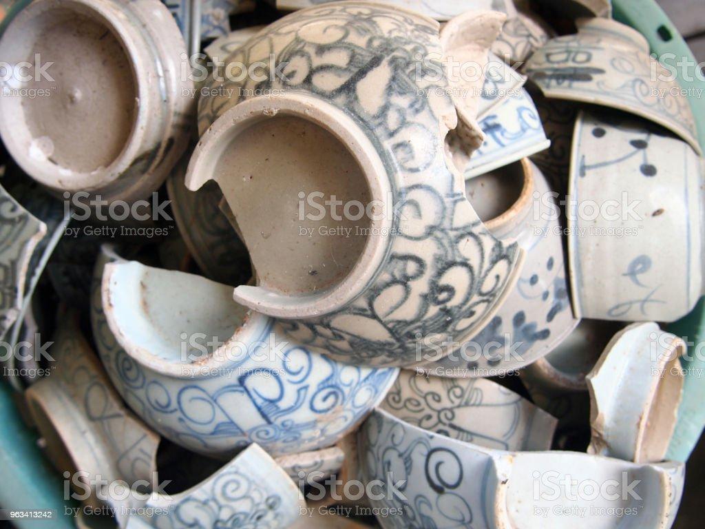 beaucoup d'antiquités et de la vaisselle - Photo de Amphore libre de droits