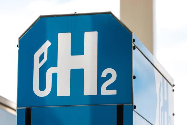 a modern hydrogen gas station outdoors - pila a idrogeno foto e immagini stock