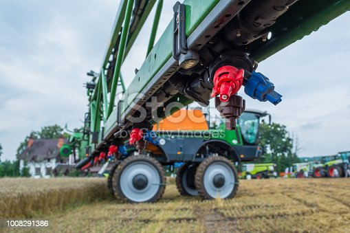 a modern sprayer bar with various nozzles for different conditions of application of chemistry. High ground clearance.