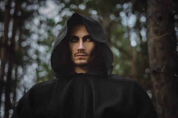 ein Mönch in der Haube – Foto