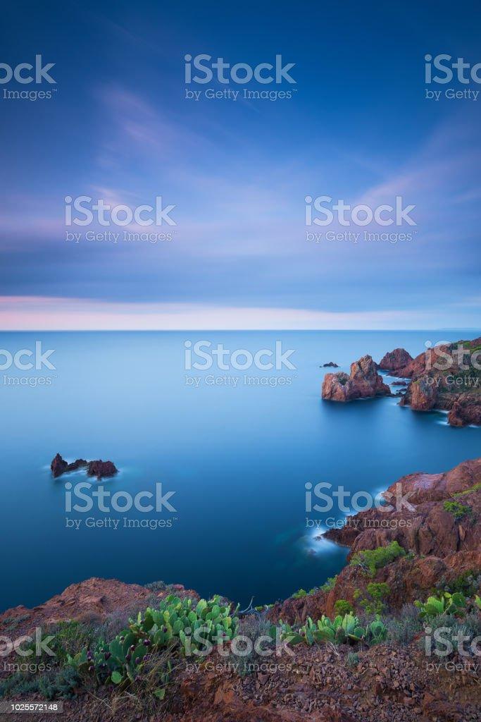 une humeur du matin bleu autour du cap dramont - Photo