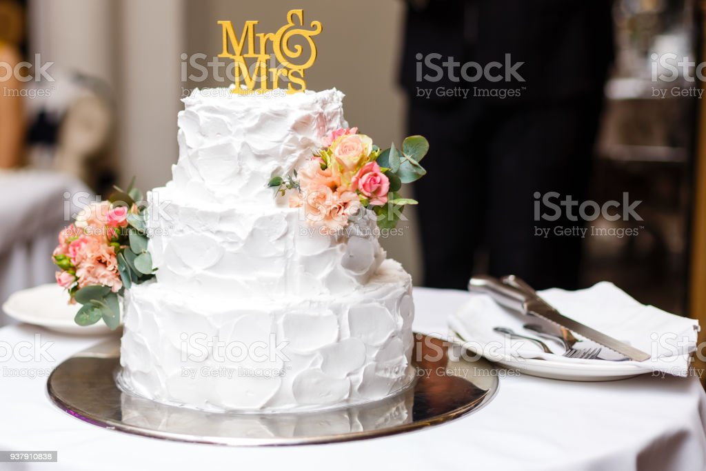 A multi level white wedding cake on a silver base and pink flowers a multi level white wedding cake on a silver base and pink flowers on top royalty mightylinksfo
