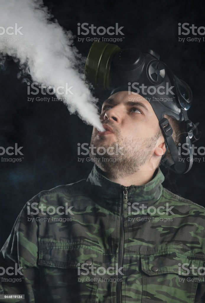 ガス マスク の 男 の 正体