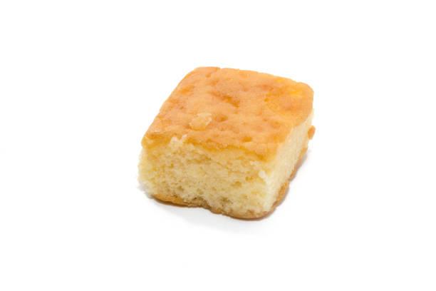 a piece of chiffon cake on white background - pandan składnik zdjęcia i obrazy z banku zdjęć