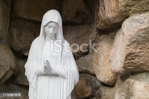 On October 15, 2018, she filmed a statue of Maria at Namsan Cathedral in Busan, South Korea.