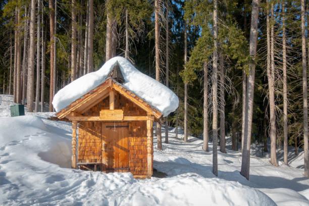 eine kleine Kapelle in den Alpen – Foto