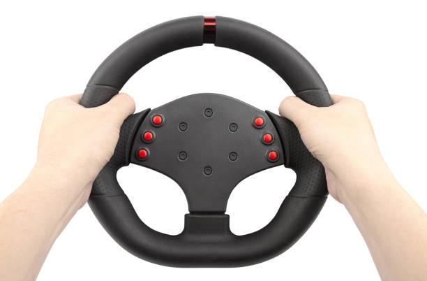 een stuurwiel voor racing, een controller vergelijkbaar met een auto-stuurwiel, hand in hand, geïsoleerd op wit - foto's van hands stockfoto's en -beelden