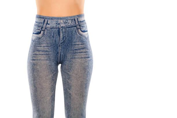 eine frau in leggings mit jeans print - bedruckte leggings stock-fotos und bilder