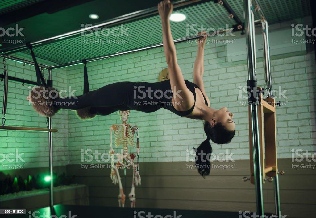 eine Frau beschäftigt sich mit Pilates. Fitness und Sport - Lizenzfrei Aerobic Stock-Foto