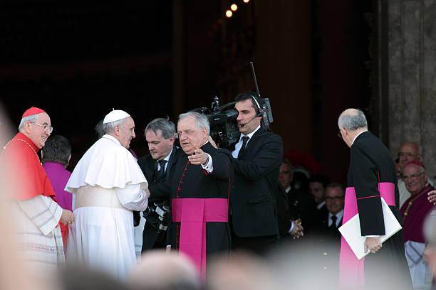 aarrival z papież franciszek w st. john do rozliczenia - pope francis zdjęcia i obrazy z banku zdjęć
