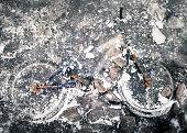 istock Abandoned and frozen bike 813232414