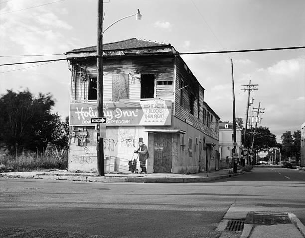 Abbandonato edificio a New Orleans con Banksy Graffiti - foto stock