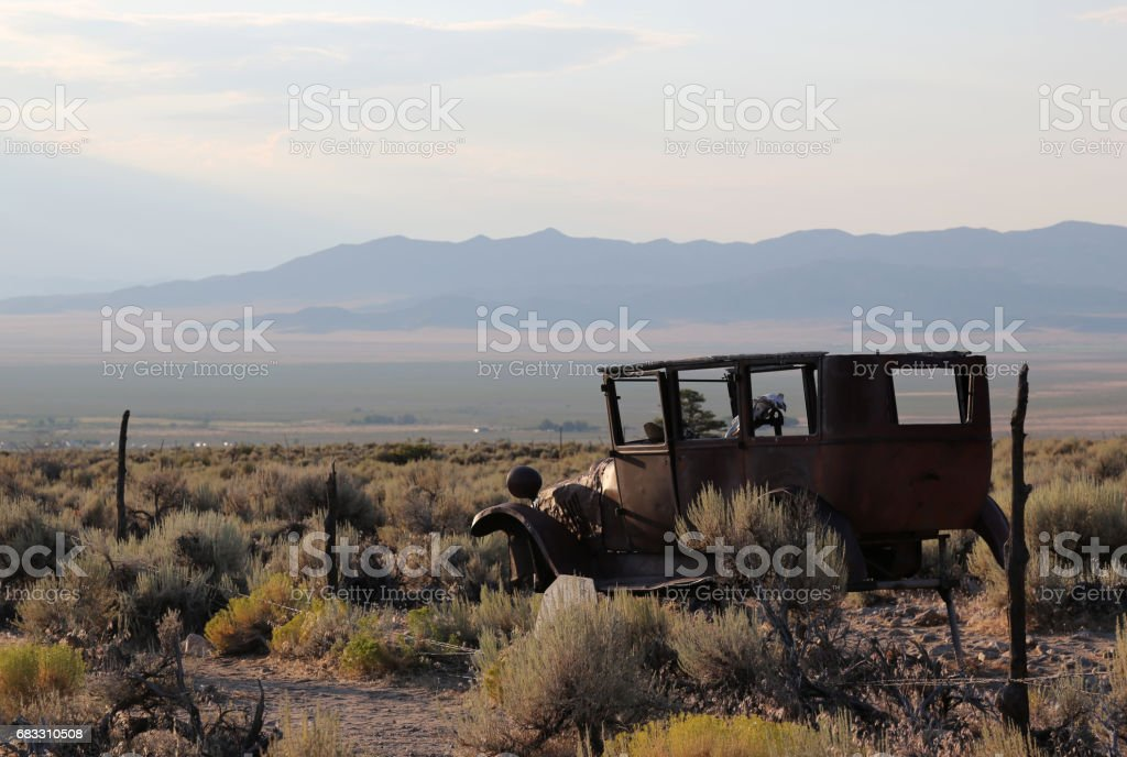 Abandoned Car In Desert foto stock royalty-free