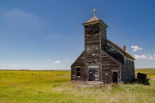 abandoned church - город призрак стоковые фото и изображения