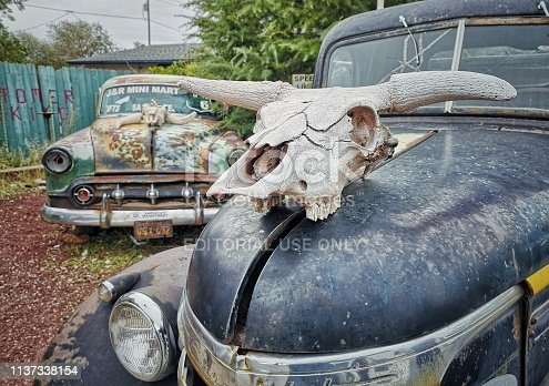 16 october 2018, Seligman, AZ, USA: Abandoned Classic Cars decorated on Route 66 in Seligman, Arizona