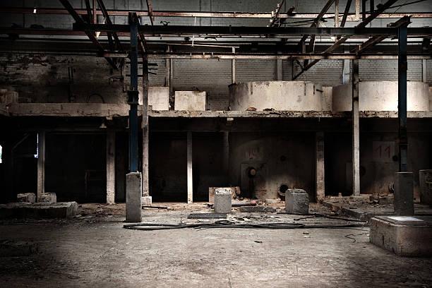 廃工場ホール - 遺跡 ストックフォトと画像