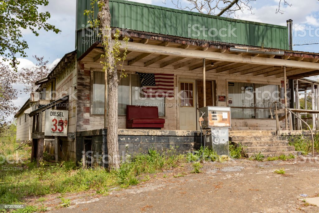 Abandoned Gas Station Along A Georgia Back Road Stock Photo Download Image Now Istock