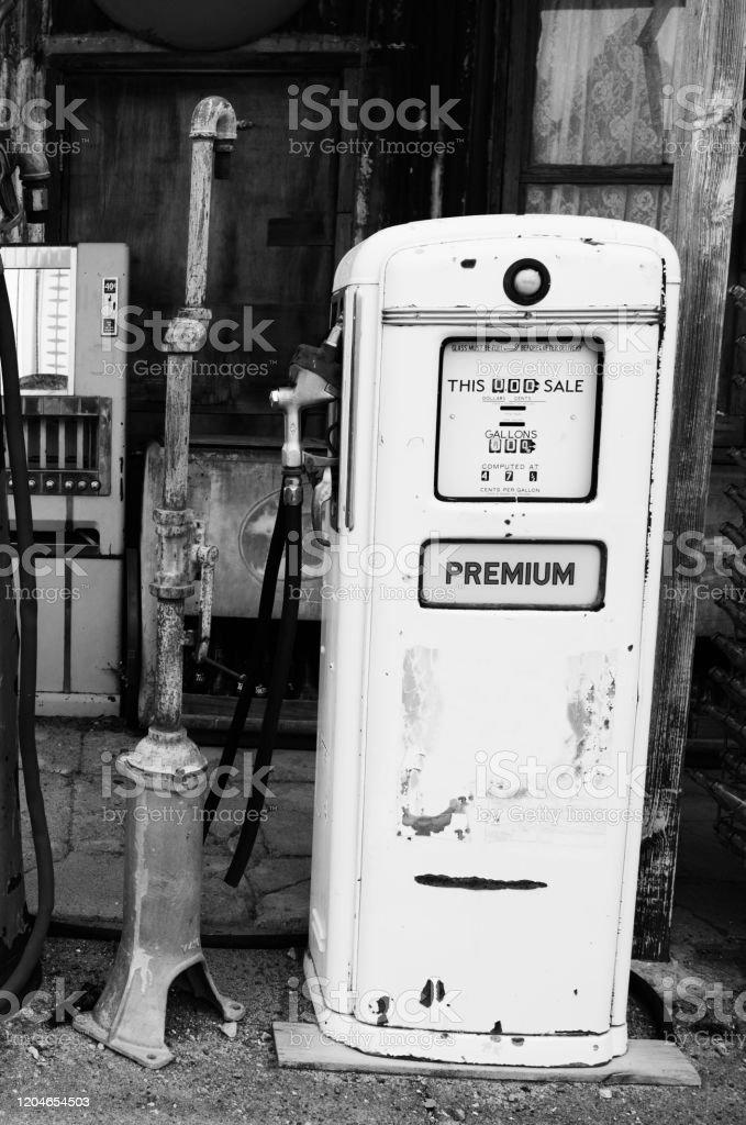 Foto De Posto De Gasolina Abandonado Na Rota 66 Arizona E Mais Fotos De Stock De Abandonado Istock