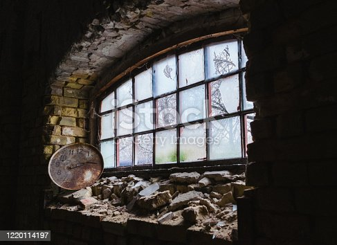 1164292968 istock photo Abandoned home. Damaged house 1220114197