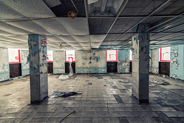 Abandoned hospital undergoing cleanup - foto stock