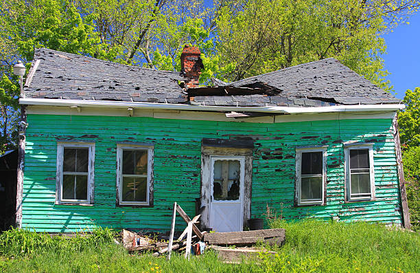 abandoned house - abandoned stock photos and pictures