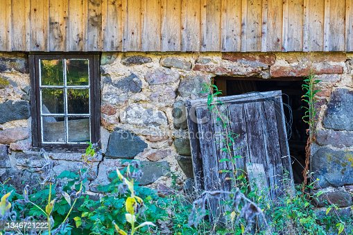 istock Abandoned house with a wild garden 1346721222