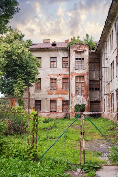 hôpital juif abandonné - hopital psychiatrique photos et images de collection