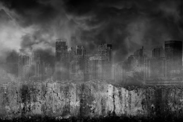 Verlassene Großstädte sind mit Rauch aus dem Bürgerkrieg bedeckt, mit beschädigtem gruseligen Riss und zerbrochenen Betonwand vor – Foto