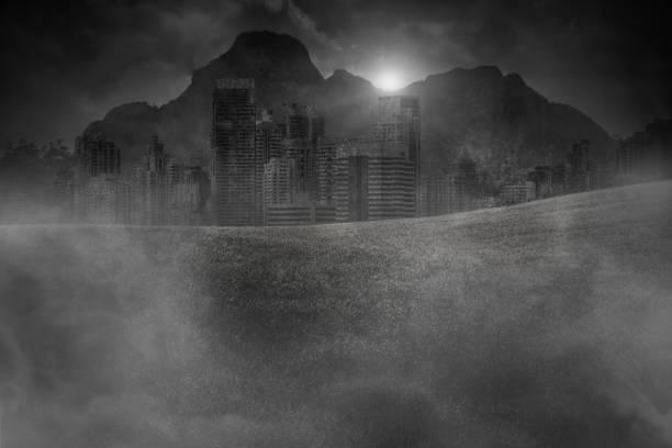 Verlassene Großstädte in den Bergen und Wäldern sind in der Dämmerung mit Rauch aus dem Bürgerkrieg bedeckt – Foto