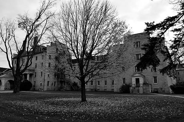 abandonné mental institution - hopital psychiatrique photos et images de collection