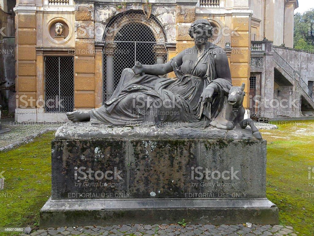 Abbandonato Monumento all'interno Villa Albani a Roma, Italia - foto stock
