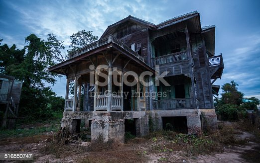 istock abandoned old house 516550747