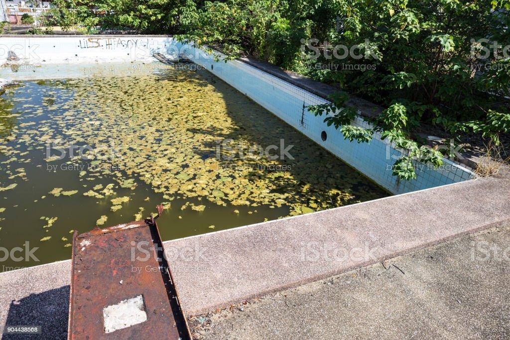 Foto De Abandonou A Antiga Piscina E Mais Fotos De Stock De Abandonado Istock