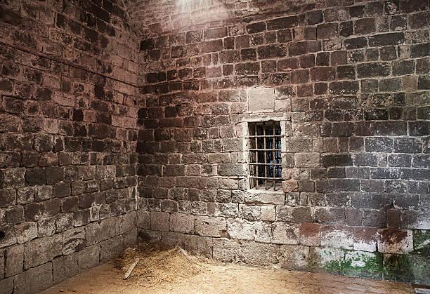 Abandonado celda de cárcel - foto de stock