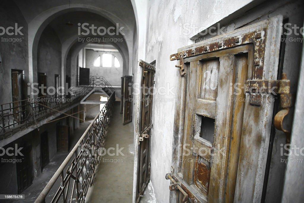 Abandonado la cárcel - Foto de stock de Abandonado libre de derechos