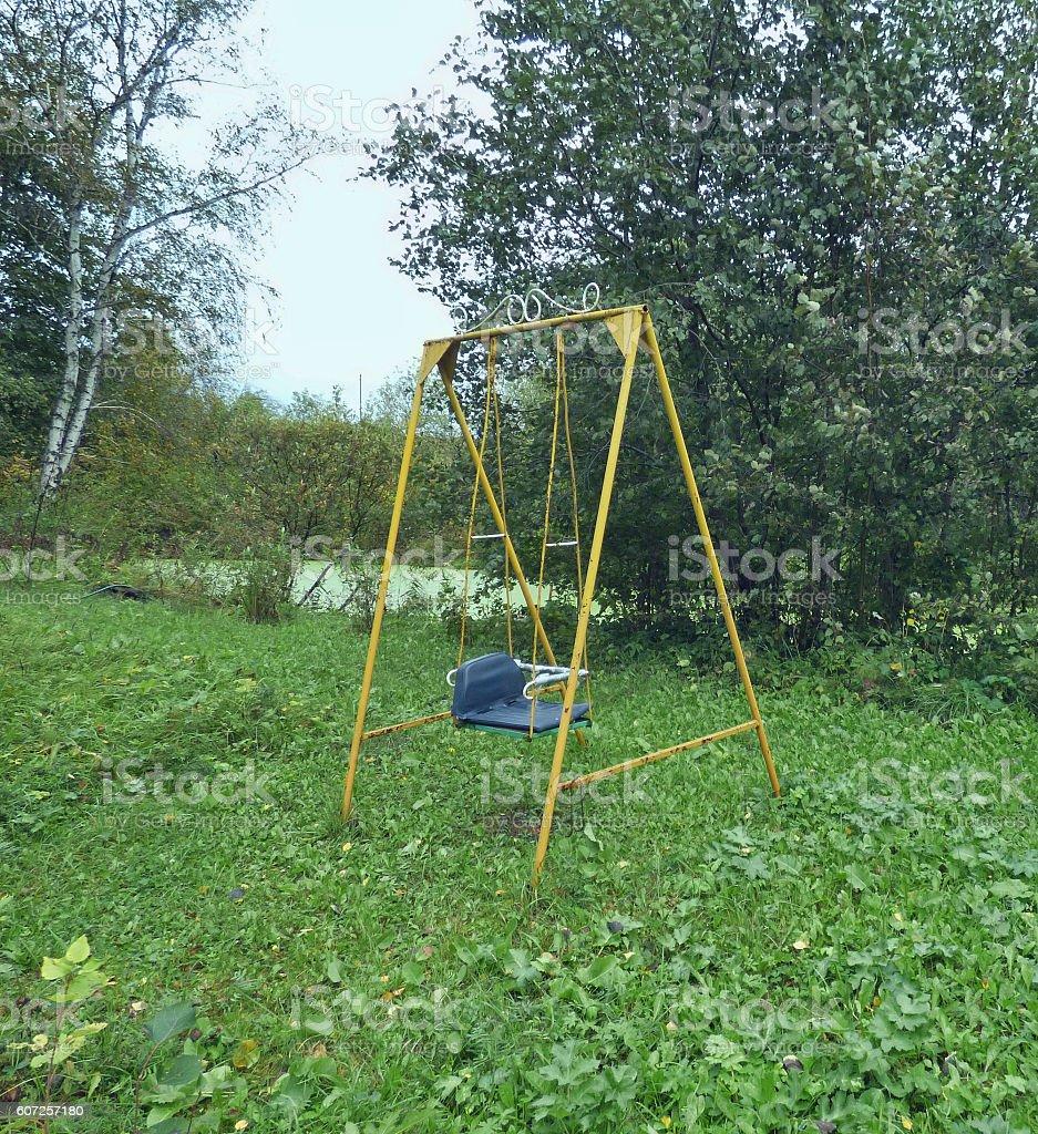 Foto De Abandoned Swing In The Forest E Mais Fotos De Stock De Abandonado Istock