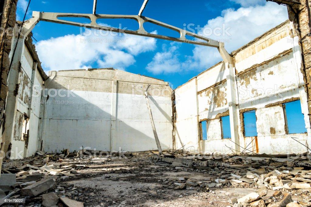 廢棄的倉庫,成為一片廢墟 免版稅 stock photo